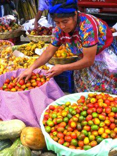 Mercado en Guatemala, frutas y verduras! Colores hermosos! #amamosguate
