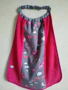 Serviette élastique fille rose fuchsia et gris motifs chats
