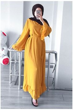 Hijab Fashion Summer, Modest Fashion Hijab, Modern Hijab Fashion, Muslim Women Fashion, Hijab Fashion Inspiration, Abaya Fashion, Fashion Outfits, Hijabi Gowns, Elegantes Outfit Frau