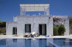 Unwind by the pool at Yria Resort's amazing villa on the island Paros, Cyclades, Greece. Greek Decor, Paros Island, Greek House, Mediterranean Style Homes, Interior Design Awards, Belle Villa, Stone Houses, Luxury Villa, House Design