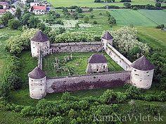 Zrúcanina opevneného kláštora, pri obci Bzovík patrí k najstarším stavebným pamiatkam Slovenska. Už v 12. storočí stál na mieste románsky kostol, ku ktorému neskôr pristavali kláštor. V 16. storočí však kláštorný život z neho zmizol, keď gróf Žigmund Balaša  z obavy pred Turkami začal s prestavbou kláštora na pevnosť. Neskôr ho opäť vrátili cirkvi avšak od začiatku 19. storočia už iba pustol. Okres Krupina Central Europe, Bratislava, Czech Republic, Hungary, Castles, Poland, Exotic, History, Historia