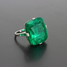 Cartier Important Art Deco 30.0 Carat (Moderate Oil) Colombian Emerald Platinum Cocktail Ring