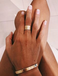 Rose Gold jewelry Mens - Gold jewelry Earrings Fashion - Gold jewelry Unique - Gold jewelry Videos Aesthetic - Gold jewelry Sets Design - Rose Gold jewelry With Black Dress Cute Nails, Pretty Nails, Hair And Nails, My Nails, Cartier Love Ring, Cartier Jewelry, Nail Ring, Silver Jewellery Indian, Cute Jewelry