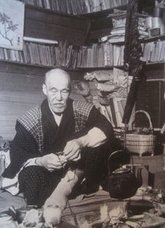 Kotaro Takamura (1883~1956), Japanese poet and sculptor at his home. 高村 光太郎