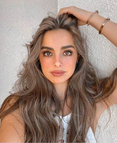 The best celebrity style from the weekend How To Get Famous, Pretty People, Beautiful People, Famous Girls, The Most Beautiful Girl, Girls Makeup, Girl Photos, Girl Hairstyles, My Idol