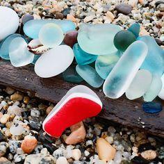 5月27日久しぶりにビーチコ✨ やっぱり海は気持ちがいい✨ マーブル2、赤のツートン、 ミルキーガラス 少しづつ増えて行く宝物 楽しかった〜 そして明日は雨予報 #シーグラス #ビーチグラス #ビーチコーミング #マーブル #海 #宝探し #seaglass #beachglass #beachcombing #sea #roundglasses