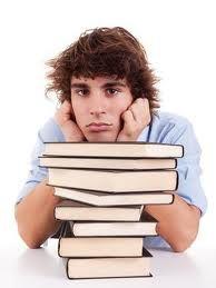 Artículo 84  El alumno que adeude más de 3 materias curriculares al terminar el plazo de regularización será dado de baja por un período escolar.