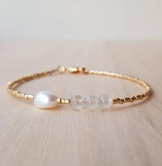 Modern and fresh, this Nordic cool stacking bracelet features semi-transparent moonstone gemstones, a baroque freshwater pearl and tiny (1.6mm!!!) high quality Japanese seed beads in galvanized gold. So easy to use thanks to its light weight and a fair sized lobster clasp in tarnish-resistant 18k Seed Bead Bracelets, Gemstone Bracelets, Jewelry Bracelets, Seed Beads, Geek Jewelry, Bijoux Or Rose, Bijoux Diy, Rose Gold Jewelry, Beaded Jewelry