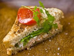 Lohi clubleipä - Salmon Club Sandwich Fish Recipes, Salmon, Sandwiches, Club, Food, Eten, Atlantic Salmon, Paninis, Meals