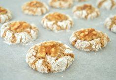 Ellouisa: Walnoot-amandelkoekjes Spicy Recipes, Baking Recipes, Cookie Recipes, Cooking Cookies, Group Meals, High Tea, Cake Cookies, Cupcakes, How To Make Cake
