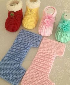 Simple and Cute Baby Knitting Booties Free Pattern Baby Booties Knitting Pattern, Easy Knitting Patterns, Crochet Baby Shoes, Crochet Baby Booties, Crochet Slippers, Knitting Designs, Baby Patterns, Baby Knitting, Crochet Patterns