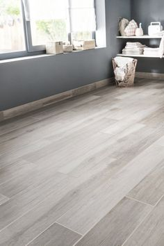 These trompe-l'oeil tiles will amaze you Parquet Tiles, Faux Wood Tiles, Wood Tile Floors, Parquet Flooring, Home Office Design, House Design, Refinishing Hardwood Floors, Home Decor Kitchen, New Homes