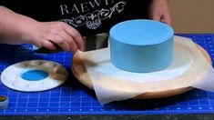 How to Apply Shimmer Effect to a Cake