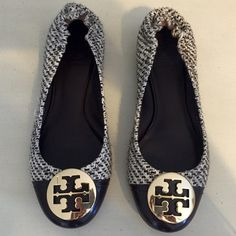 🎉🎉Host Pick🎉🎉 Tory Burch Tweed Reva Flats Tory Burch Reva flats in rare tweed material. EUC with only sign of wear on soles. This style is sold out in stores and online. Great way to class up a fall outfit! Tory Burch Shoes Flats & Loafers