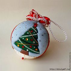 101 (420x420, 88Kb) Xmas Baubles, Quilted Christmas Ornaments, Quilling Christmas, Christmas Fabric, Felt Ornaments, Diy Christmas Gifts, Christmas Projects, Christmas Tree Decorations, Styrofoam Art