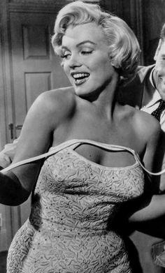 A George Vreeland Hill post. Old Hollywood Glamour, Vintage Hollywood, Classic Hollywood, Marilyn Monroe Photos, Marylin Monroe, Cinema Tv, Good Girl, Norma Jeane, Classic Beauty