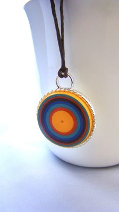Retro Quilled Paper Coil Pendant by Rocio Toscano by Quilledarts Paper Quilling Jewelry, Paper Bead Jewelry, Quilling Earrings, Quilling Craft, Paper Earrings, Paper Beads, Polymer Clay Jewelry, Jewelry Crafts, Quilling Ideas