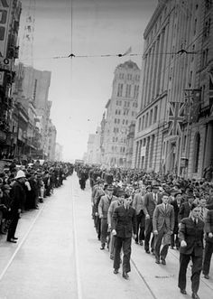 Royal Australian Air Force recruits marching along Queen Street, August Riverside City, General Post Office, Royal Australian Air Force, Anzac Day, Old Photos, Vintage Photos, People Of The World, World War I, Pacific Ocean