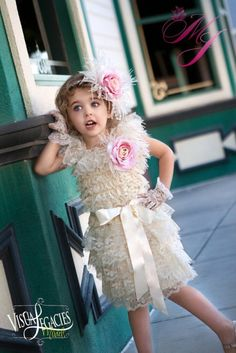 Pretty Lace With Ostrich Feather Girls Special Dress