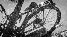 Specchio riflesso #milano #milan #milanodavedere #milano_forever #milanogram2016 #love_milano #milanoedintorni #bike #bikelife #bikestagram #bikeride #riflesso #rainyday #rain by chiaramaulini972