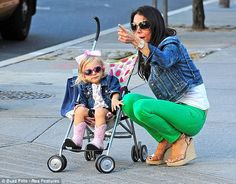 Aw check out Bethenny Frankel's mini me wearing uber cute pink & black striped sunnies. So freakin' cute!