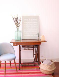 Alfombra antigua en colores vivos de la tienda Deco & Living www.decoandliving.com