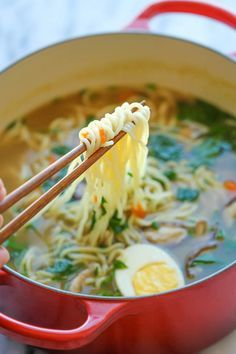 Homemade Ramen Easy Homemade Ramen - The easiest ramen you will ever make in less than 30 min. And it's so much tastier (and healthier) than the store-bought version! Fall Soup Recipes, Ramen Recipes, Healthy Chicken Recipes, Noodle Recipes, Vegetarian Meals, Asian Recipes, Homemade Ramen, Easy Homemade Recipes, Yummy Recipes
