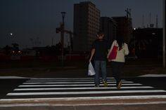 Cultura brasiliense: atravessar na faixa de pedestre e carros pararem.