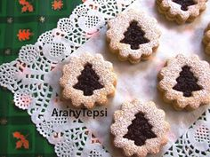 AranyTepsi: A linzer ezer arca Christmas Goodies, Christmas Holidays, Christmas Crafts, Christmas Recipes, Cookie Bars, Crochet Earrings, Food And Drink, Sweets, Cookies