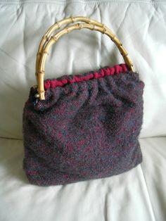 Vintage Tasche mit Bambusgriffe, Blau/Rot von Nostalgie-1900 auf DaWanda.com