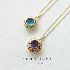 moonlight 月の輝きに満たされて ◎こちらはお色が blue です◎ サイズ:約1.7cm×1.7cm,チェーン41cm 素材:レジン、メッキ