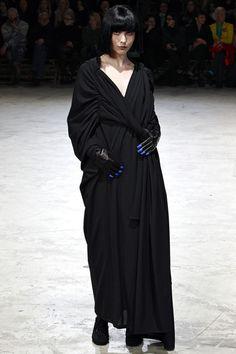 Yohji Yamamoto Fall 2013 Ready-to-Wear Collection Slideshow on Style.com