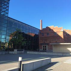 Sibeliustalo on konsertti- ja kongressikeskus, joka sijaitsee Lahdessa Ankkurissa, Vesijärven rannassa. Se on saanut nimensä säveltäjä Sean Sibeliuksen mukaan. Valmistusvuosi on 2000. Sibeliustalo on Sinfonia Lahden kotisali. Siellä järjestetään myös erilaisia keikkoja (mm. musiikkia ja koomiikkaa). Sibeliustalon vanhassa tehdasosassa on myös Finlandia-klubi, jossa monet artistit esiintyvät.
