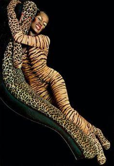 Amazing Grace Jones rocking leopard AND tiger Grace Jones, Top Models, Female Models, Divas, Creation Photo, Glamour, Tiger Stripes, Lady And Gentlemen, Couture