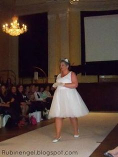 Plus Size Fsshion Shop Lovley Weddingdress im Fifities Style Live from the Plus Size Fashion Show in Hamburg