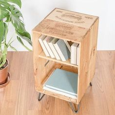 Build a wine box table - 12 practical DIY ideas and building instructions Build a wine box table - 12 practical DIY ideas and building instructions # Wine Box Shelves, Crate Shelves, Wine Boxes, Recycled Furniture, Diy Furniture, White Wood Stain, Coffee Table 2019, Decoration Palette, Home Accessories