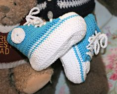 Baby crochet booties Baby shoes Baby basketball booties Baby high top sneakers Peacock blue & white natural bamboo 3 to 9 months appx