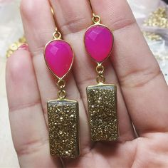 Getting some earrings (and myself) together for @jennidherrera at @legacysalons #druzy #neonjewelry #bling #custommadejewelry #fwtx #shopsmallfortworth #oneofakindjewelry #druzyjewelry #druzyearrings #sparkle #ss17 #summer17 #summerfashion #hotpink #jewelrydesign #jewelryforsale #jewelryoftheday #jewelrydesigner #jewelryart #handmadejewelry #colorfuljewelry