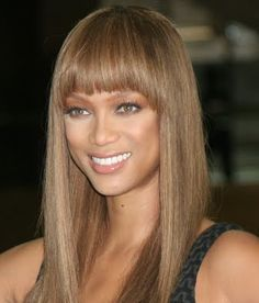 Tyra Banks with dark ash blonde hair color, in a long straight wig with bangs. Celebrities with dark ash blonde hair color. Sandy Brown Hair, Dark Brown Hair Dye, Dark Ash Blonde Hair, Ash Brown Hair Color, Light Brown Hair, Light Brunette, Light Blonde, Tyra Banks Hair, Hair Color Highlights
