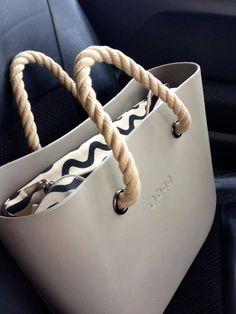 Оксана ci invia un'elegante #Obag sabbia, manici in corda e canvas a onde. Kipling Bags, Everything Designer, Backpack Purse, Cute Bags, Fashion Bags, Gadgets, Purses, Shoe Bag, Stylish Handbags