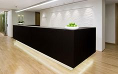 CLINIC DESIGN! Edelweiss Practice by klm Architekten, Berlin Germany clinic Pommes Golden dans un vase