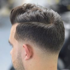 Brushed Up Fringe with Low Skin Taper Fade - Low Fade Haircuts For Men: Cool Low Taper Fade Hairstyles Low Skin Fade Haircut, Types Of Fade Haircut, Tapered Haircut, Very Short Haircuts, Modern Haircuts, Haircuts For Men, Buzz Cut With Beard, Beard Haircut, Low Fade