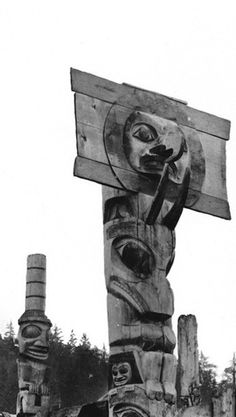 Haida mortuary pole at Skidegate. Photo by R. Maynard 1884.