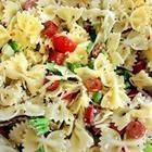 Photo de recette : Antipasto aux pâtes, légumes, mozzarella et pepperoni