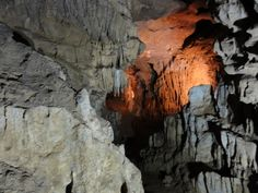 Grottes Bettharam Spaces, Caves
