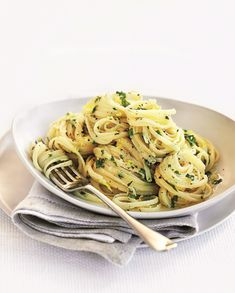 Linguine with garlic, lemon and parmesan cheese Linguine, Pasta Dishes, Pasta Recipes, Cravings, Recipies, Spaghetti, Food Porn, Rice, Cooking