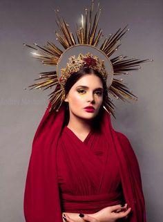 45 Ideas For Photography Portrait Beauty Models Look Fashion, Fashion Design, Fashion Hats, Red Fashion, Mode Inspiration, Headgear, Headdress, Costume Design, Headpieces