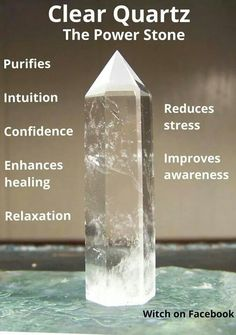 crystal healing Get a quick introduction to quartz crystals here. Crystal Healing Stones, Crystal Magic, Crystal Grid, Stones And Crystals, Gem Stones, Clear Quartz Crystal, Les Chakras, Crystal Meanings, Mineral Stone
