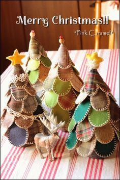 早すぎますが。。。  Merry Christmas!!     生徒さんたちの作品です。   並ぶとかわいいですね! いろいろ工夫が凝らされています。               最初は さつきさん  のツリー。   トップにビーズや星をつけて、深いグリー...