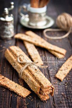 Saltine crackers with caraway (Dukan) Bread Recipes, Diet Recipes, Vegan Recipes, Cooking Recipes, Cupcake Recipes, Cupcake Cakes, Food Catalog, Dukan Diet Plan, Healthy Crackers